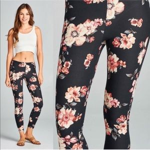 WILA Black Soft Peachskin Floral Print Leggings